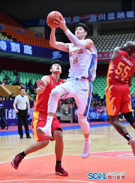 赛后,四川队主教练尹逵对队员下半场的表现很不满意。