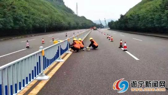 大英至遂宁快捷通道这个路段在安装隔离栏 预计12月初完成