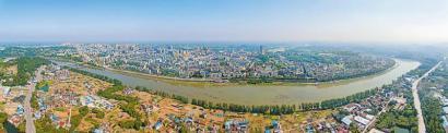 富顺县城全景。