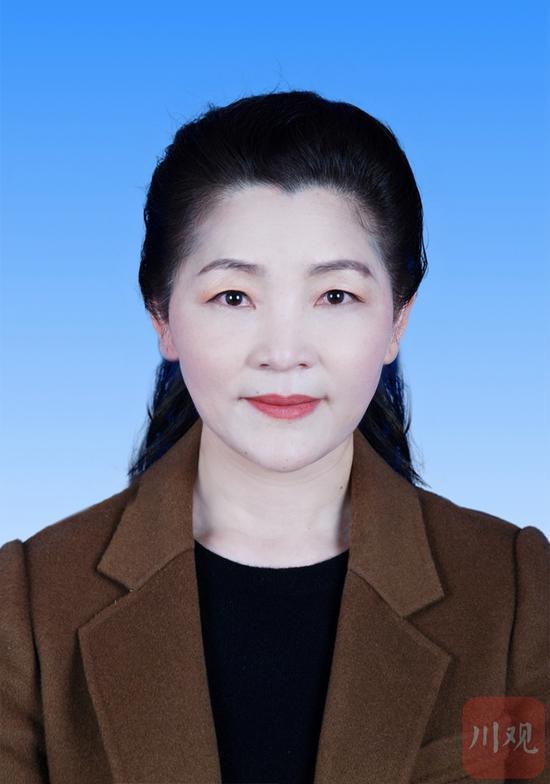 王明雯同志简介