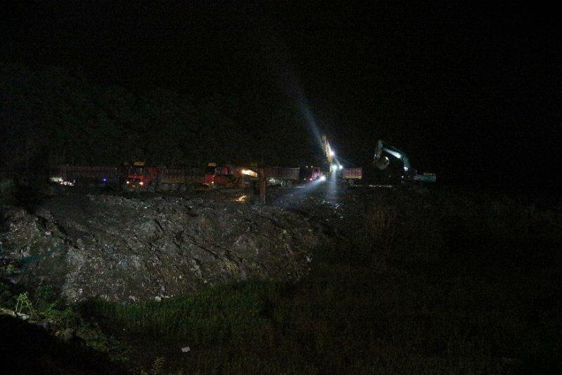 垃圾堆积问题引关注 双流区多部门联动连夜清理垃圾坑