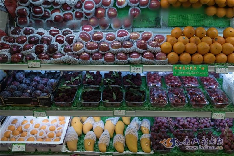 """今年水果有点贵 乐山市民直呼""""吃不起"""""""