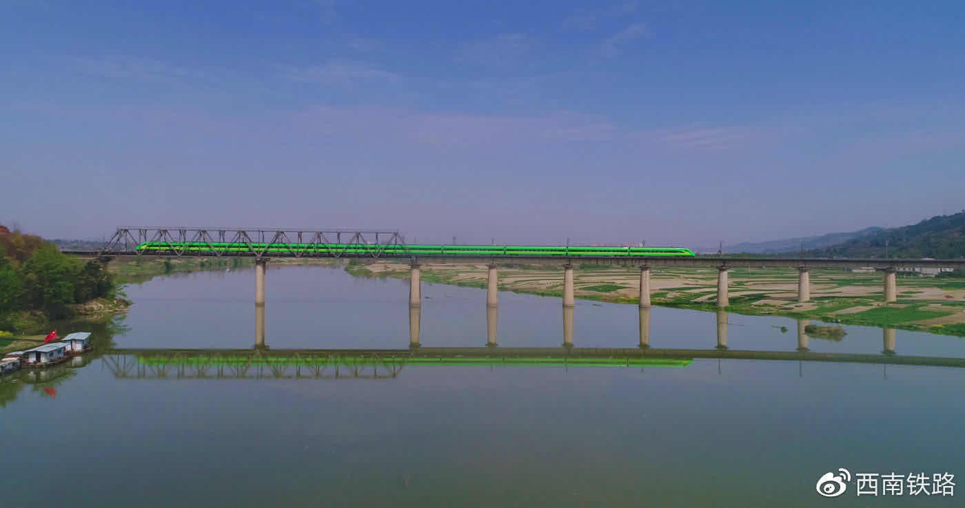 国内首条跨省环线高铁10日开行 成渝贵新一轮红利期来了