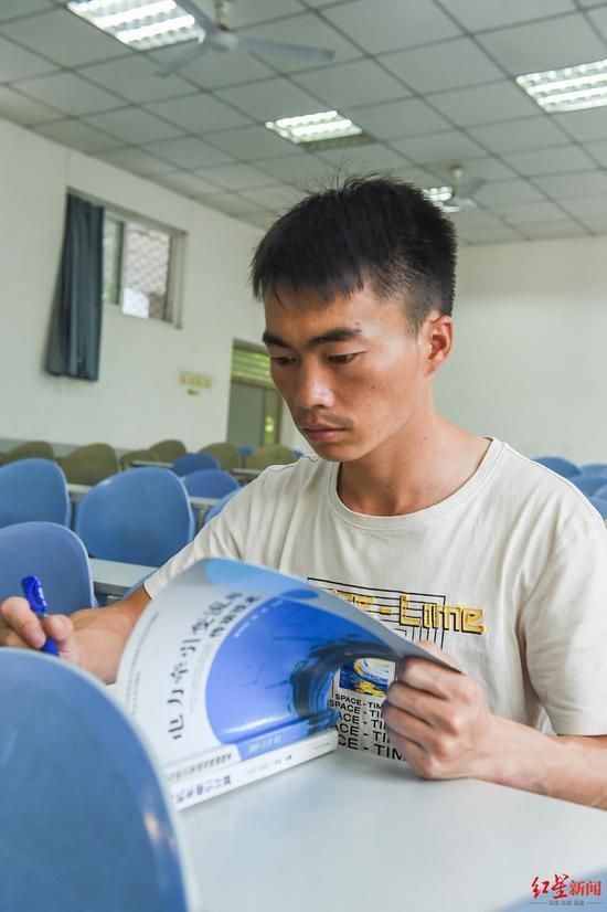 ↑四川工程职业技术学院学生熊洞。