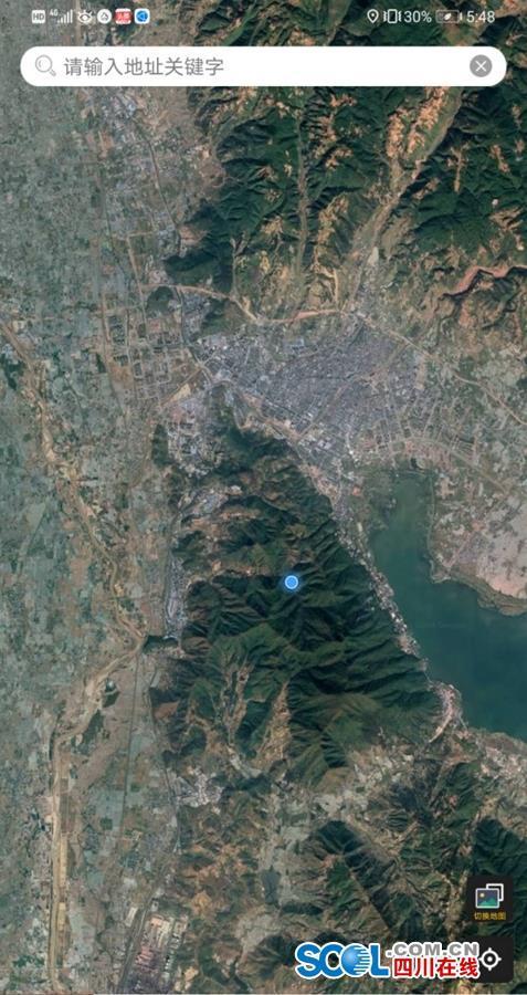 围墙村位于泸山西侧(图中蓝点附近)