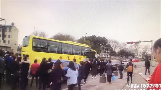 假公交竟载66人上路 成都这名司机涉嫌危险驾驶罪