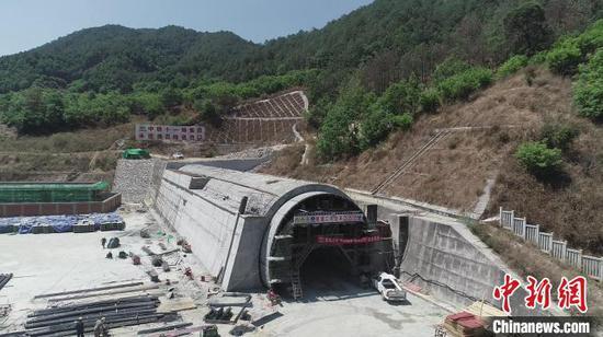 成昆铁路复线冕宁至米易段25座隧道全部贯通