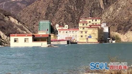 金沙江堰塞湖水位上涨波及四川白玉县金沙乡