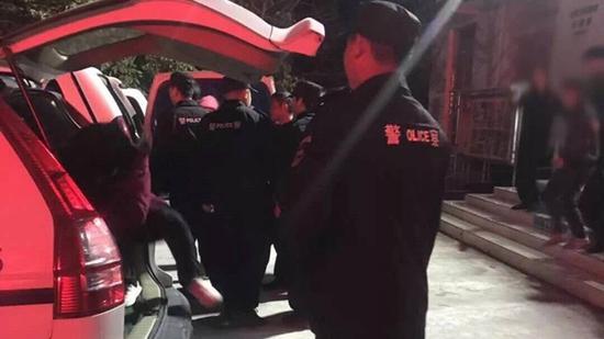 一言不合就尬武 四川8名男子进了拘留所