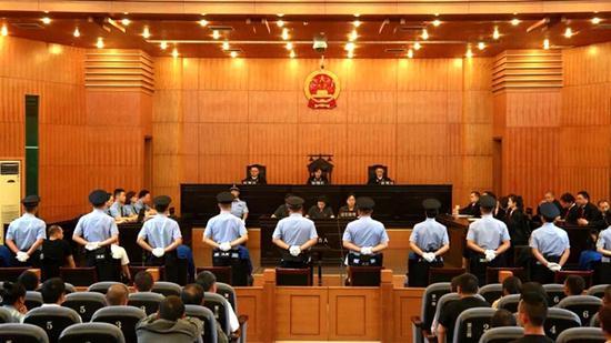 15人获刑主犯被判死缓 雅安公开宣判首例恶势力犯罪集团案