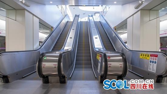 """再也不用出站如厕了!成都地铁5号线设站厅层站台层""""双厕所"""""""
