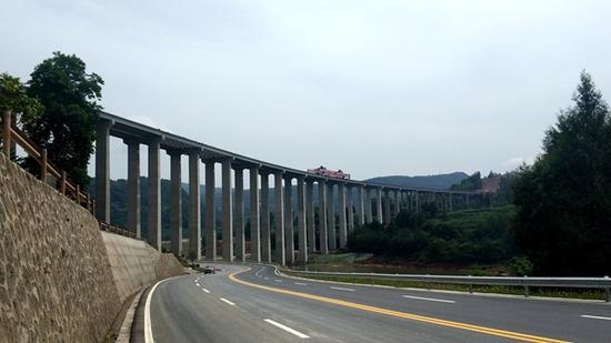 巴万高速公路第二大跨河大桥 通江河特大桥双幅贯通