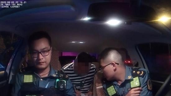 河南一大巴车违法经营在雅安被查 竟意图贿赂执法人员