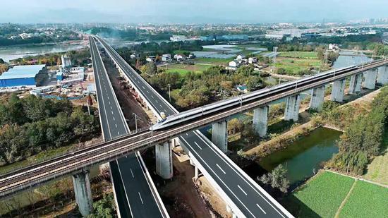 下穿西成、上跨宝成 九绵高速天池隧道至张家坪枢纽互通段顺利建成