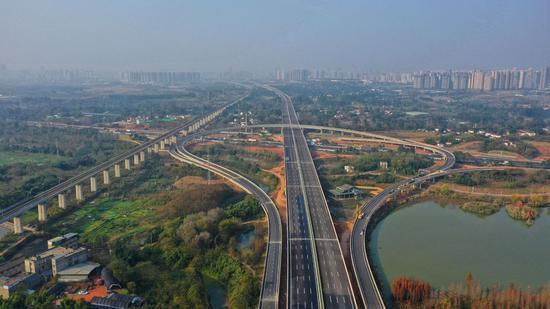 四川高速公路已破8000公里,如何让汽车跑得快也跑得安全?