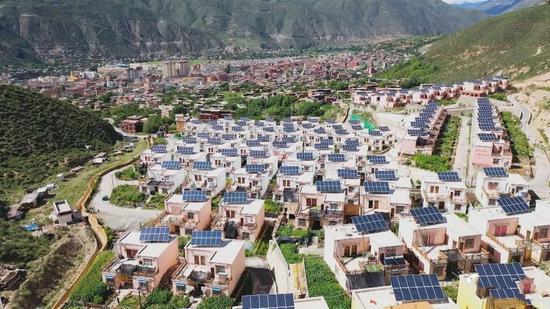 破解基层治理难题 四川巴塘县城超4成新搬迁人口融入本地大家
