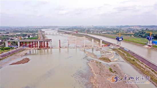 航拍大渡河特大桥