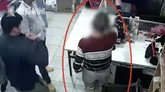"""68岁汉子蹭婚宴偷工具 还""""飙起了演技"""""""