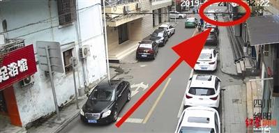 四川8岁儿童突然横穿马路被撞伤 交警:娃娃主责