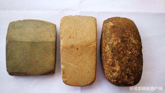 达州村民发现疑似新石器时期石斧 村民:从我祖辈那传下的