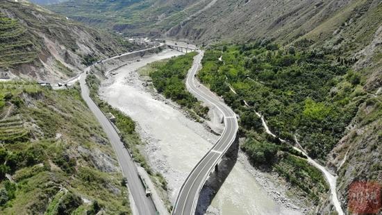 G213线川主寺至汶川段灾害整治工程青坡改线段竣工