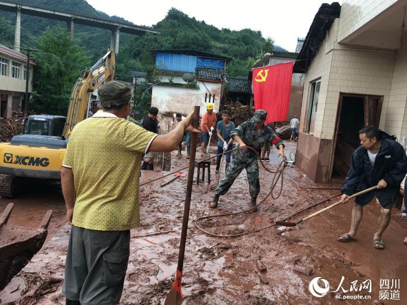 暴雨致四川雅安14万人受灾 正全力开展抢险救援工作