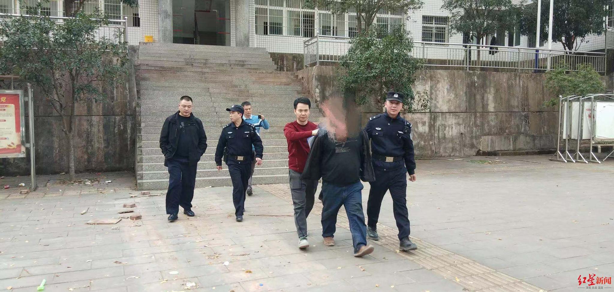 """抢劫车辆杀害司机潜逃13年 嫌疑人""""麻老虎""""被警方抓获"""