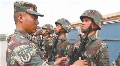 阿尔依浪在训练中 图据央视军事