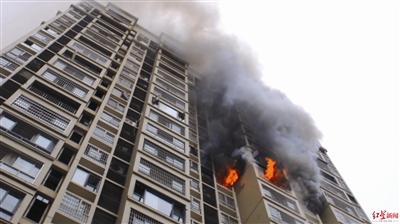 广安一高层住宅发生火灾 消防营救疏散42人
