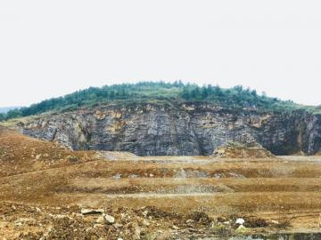整治中的华蓥山(前锋区段)采矿废弃地。
