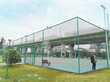 向阳镇体育运动文化广场的篮球场免费开放。