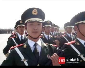 """""""一辈子无法忘却的荣耀"""" 这位成都的保安队长参与过两次国庆"""