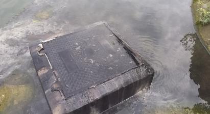 松华社区右岸污水处理站外污水溢流