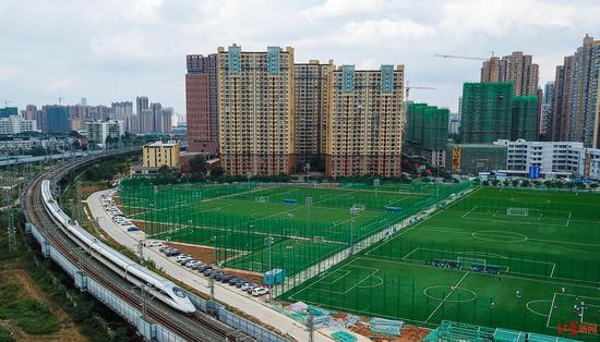 从空中俯瞰锦江体育公园足球运动场