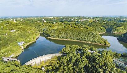 美丽如画的富顺县木桥沟水库。