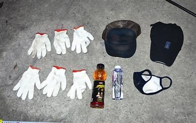 """""""油耗子""""作案时,用口罩、帽子等乔装打扮 (警方供图)"""