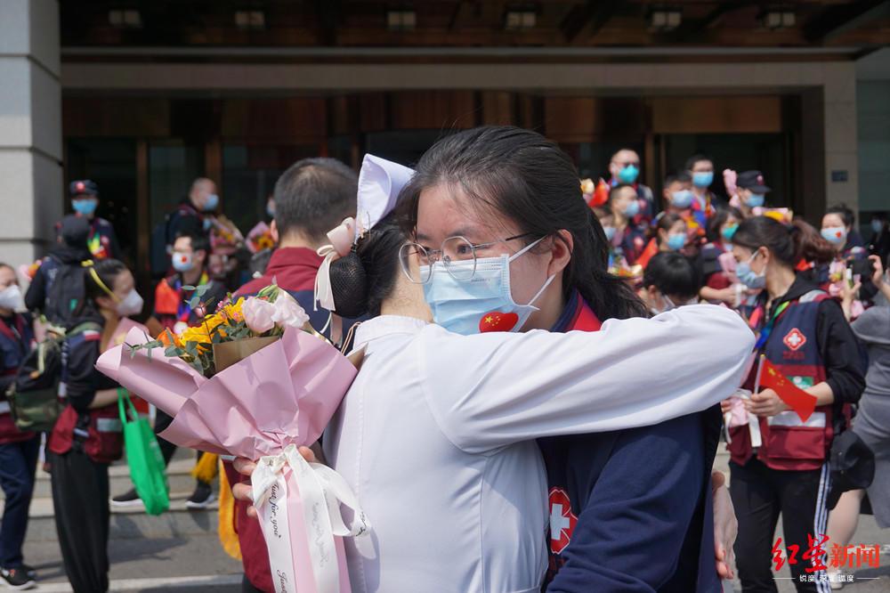 武汉再见!华西医院最后一批141名援助医护人员启程返川