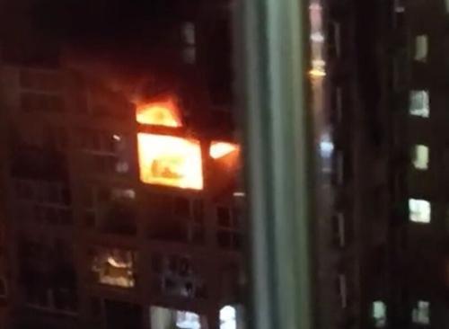 自贡一犟孩子与家人闹矛盾 放火烧房后跳楼身亡