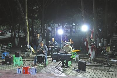 遂宁市民投诉滨江北路坝坝舞太吵 经开区城管闻声清噪