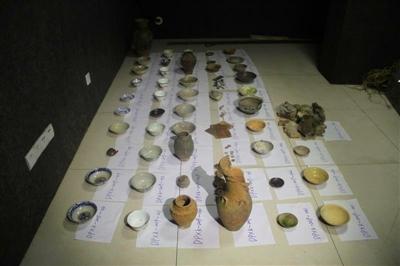 老金师徒盗墓案中的涉案文物 图据东坡警方