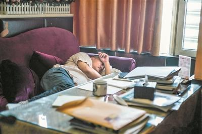 四川51岁高考生的世界:22年参加高考考到两鬓发白