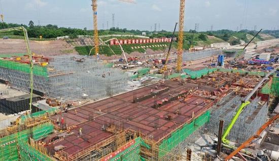 川南城际铁路自贡东站站房转入地上施工 预计明年建成投用