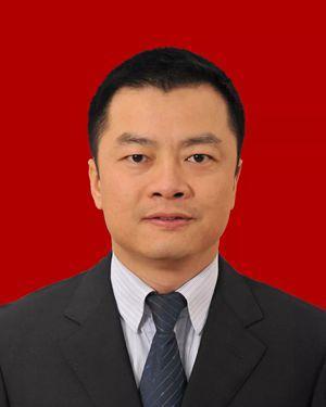 尹念红当选为崇州市人民政府市长