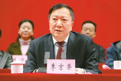 11月18日,李言荣在射洪市成立大会上致辞。 刘洋 摄