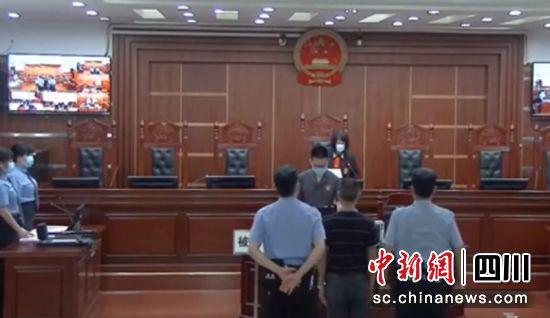 """自贡:""""黑校车""""超员 驾驶员被拘役四个月"""