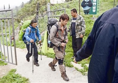 7名驴友穿越卧龙自然保护区 1人遇难遗体在百米悬崖下找到