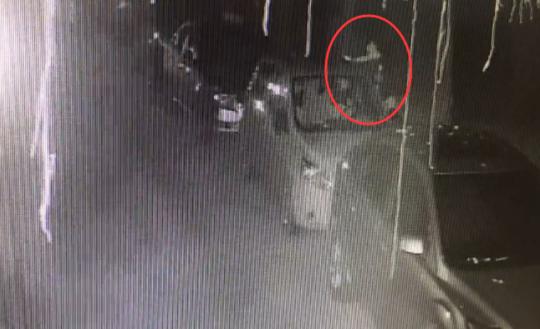 自贡男子酒后泄愤 一夜划伤20多辆车