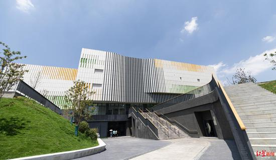 龙泉中学体育馆