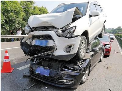 重庆魔鬼路段平均2天1起事故 是设计缺陷还是操作不当
