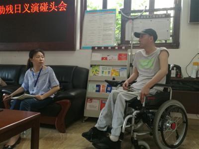 泸州男子7年前被跳楼者砸中半身瘫痪 7年后逆境中重生